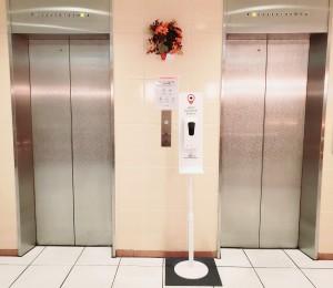 10月 エレベーター前